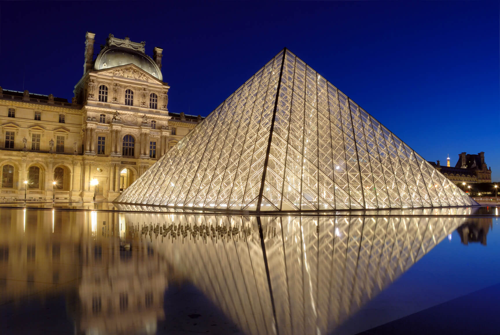 Hong Kong to Paris, France for only $384 USD roundtrip