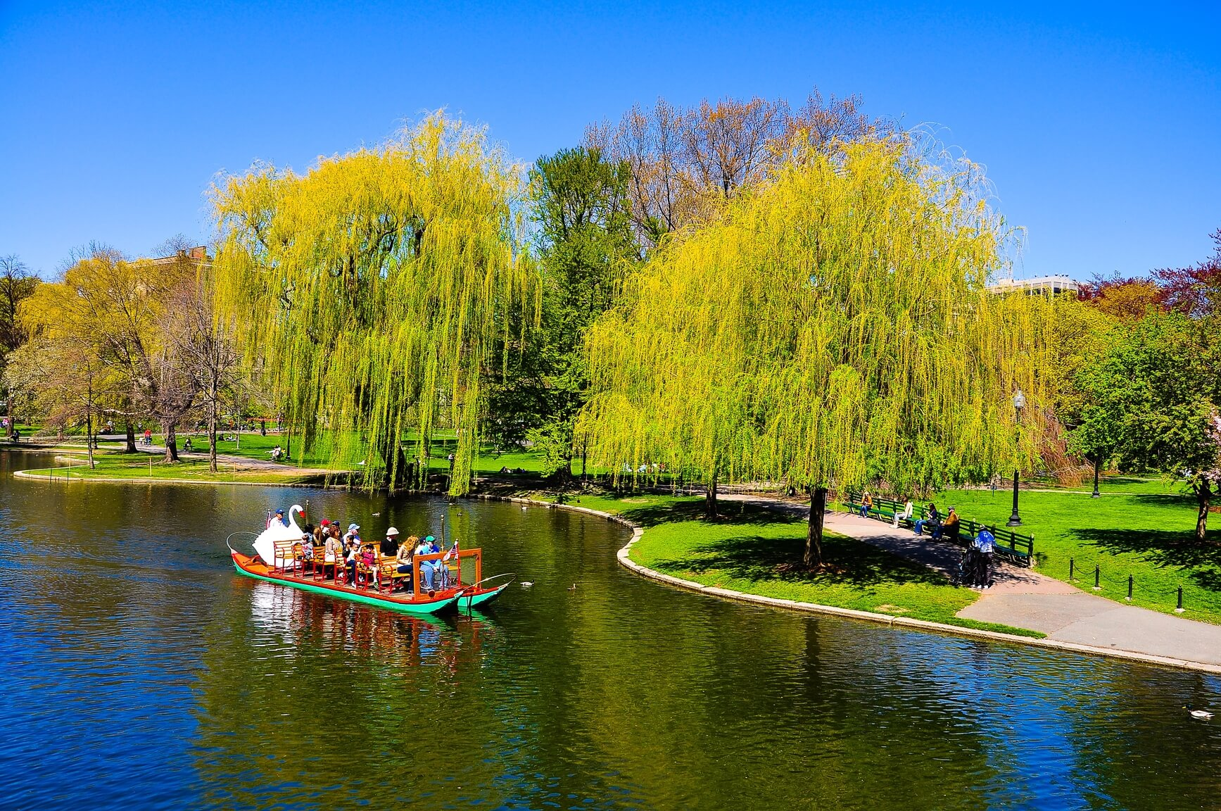 HOT!! Barcelona, Spain to Boston, USA for only €131 roundtrip