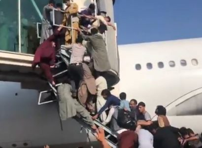 VIDEO: Chaos at Kabul Airport as Afghans climb on planes in attempt to flee the country | Secret Flying